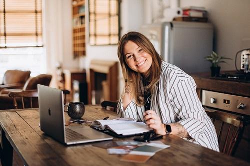 Gigi-One6Creative-Owner-working-at-desk